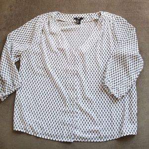 Cream/Navy 3/4 length sleeve blouse